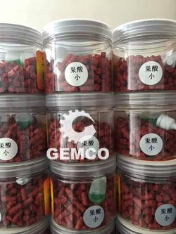 一组特别的照片:客户鱼饲料颗粒机动辊200型颗粒展示