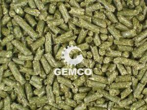 江西客户试机养猪颗粒饲料机设备 家庭养殖饲料粉碎机