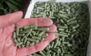 小型120型颗粒机用牧草、青草、杂草制粒效果