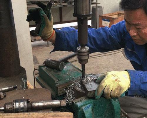 颗粒机厂家吉姆克工人正在工作